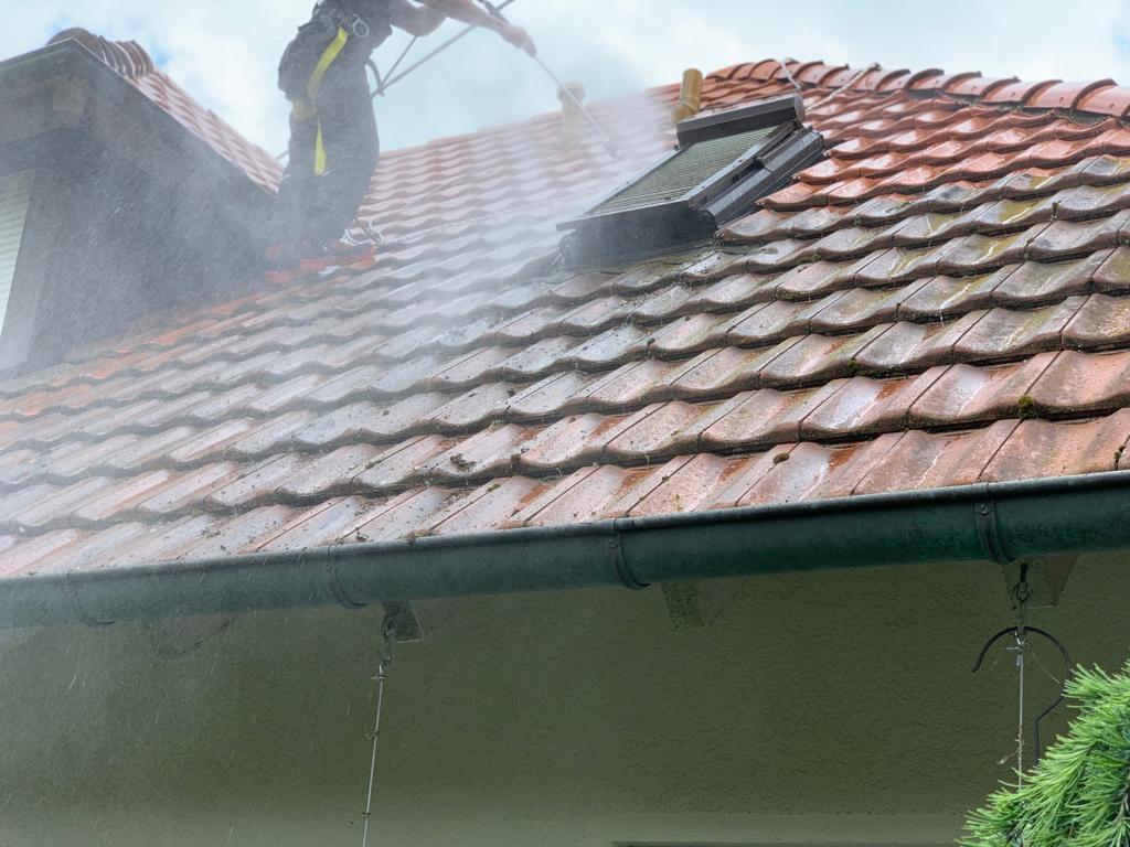 Dach-reinigen-lassen-Offenburg
